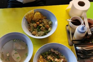 Am vizitat tarabele de street food în Bangkok