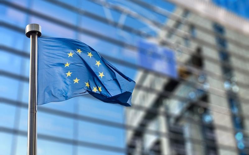 Comisia Europeană: Banii înapoi la cererea călătorilor pentru pachetele de vacanță și a biletelor de avion